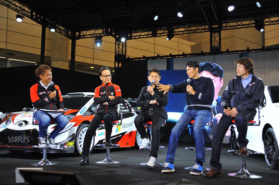 オートサロン会場ではトヨタ自動車友山副社長、織戸学選手、谷口信輝選手、KMS輿水好則代表、MC脇阪寿一さんによるトークショーが開催され、多くの観客が熱心に聞き入っていた