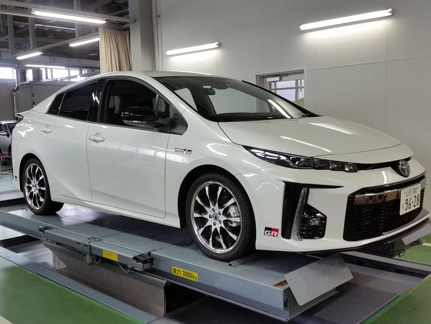 プリウスPHV GR-Sports 試乗車へGRディスチャージテープ取り付け!