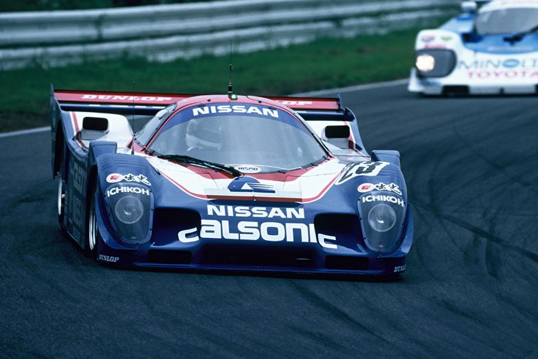 1990年の全日本富士500マイルレースを走る、日産のR90CP。JSPCにおいて、日本勢初の年間タイトルに輝いた。