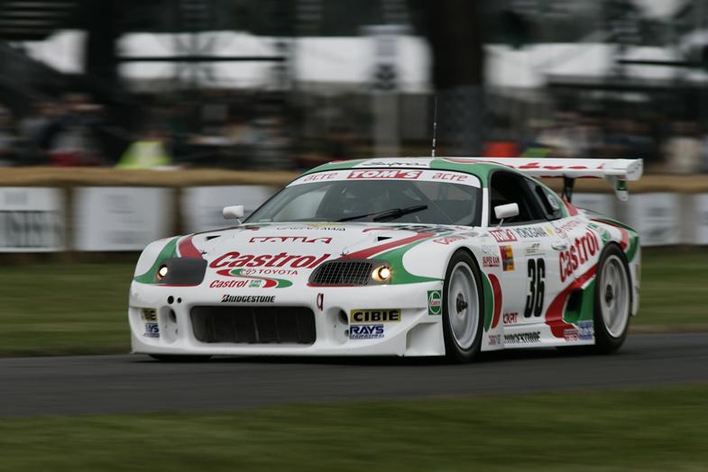 1997年のドライバーズタイトルとチームタイトルを独占したカストロール トムス スープラ。トヨタ勢が年間タイトルを獲得したのはこれが初のことである。2000年にはホンダも初の年間タイトルを奪取し、トヨタ、ホンダ、日産によるタイトル争いが本格化した。