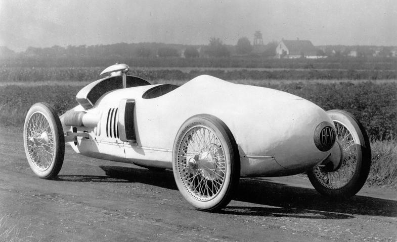 ベンツ・トロップフェンヴァーゲンは空力的なボディー形状、ミドシップのエンジンレイアウト、四輪独立懸架のサスペンションと、すべてにおいて先進的なレーシングカーだった。