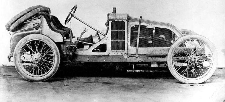 1906年のフランスグランプリで優勝したルノーの90CV。ドライバーはフェレンク・シジズが務めた。