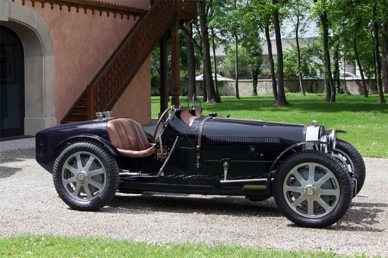 1920年代後半からドイツ勢が台頭するまでは、イタリアのアルファ・ロメオとマセラティ、そしてフランスのブガッティがしのぎを削る時代が続いた。写真はブガッティ・タイプ51。