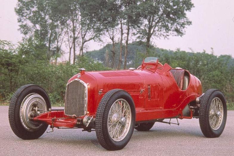 アルファ・ロメオが1932年に開発したP3。ティーポBモノポストとも呼ばれるシングルシーターのレーシングカーで、1935年までグランプリで活躍した。