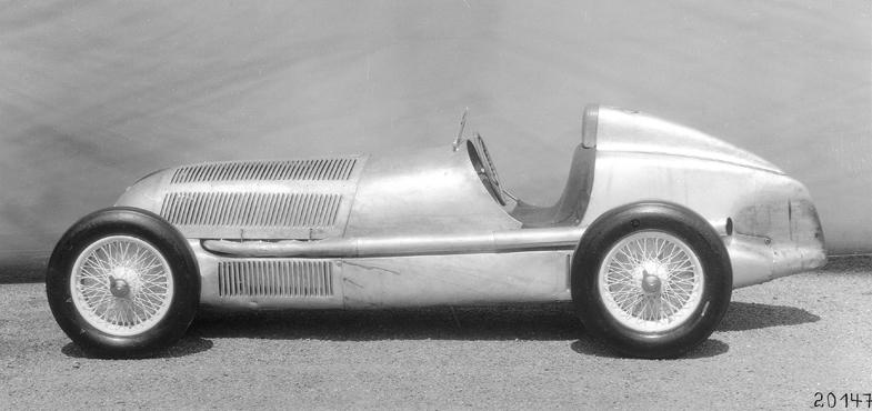 メルセデス・ベンツが車重750kg以下の規定に合わせて開発したレーシングカーのW25。1934年から1937年にかけて、グランプリをはじめとしたレースで活躍した。
