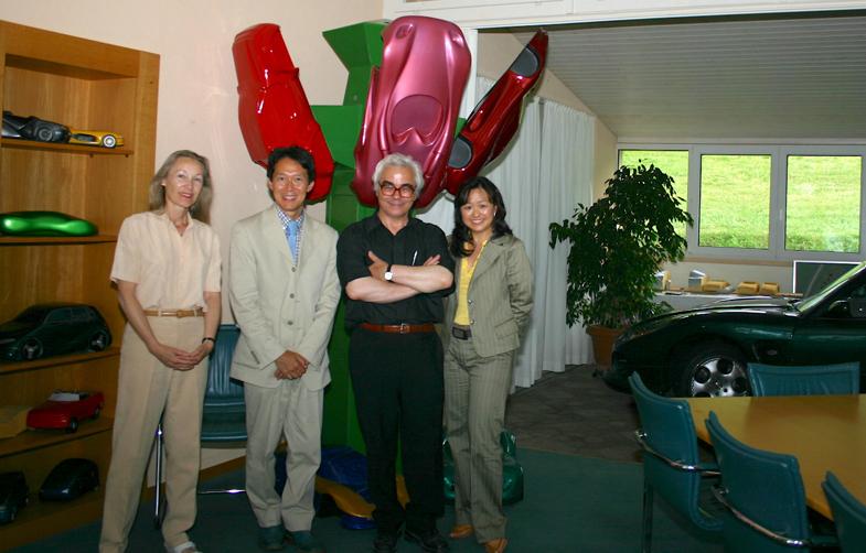 2005年夏、スイスのヌーシャテルにあるフランコ・スバッロ氏の自宅にて。左からフランソワーズ夫人、筆者、スバッロ氏そして筆者の妻。