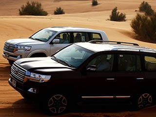 ランクルで砂漠クルーズ 作家・鈴木光司氏の砂漠の初ドライブに密着