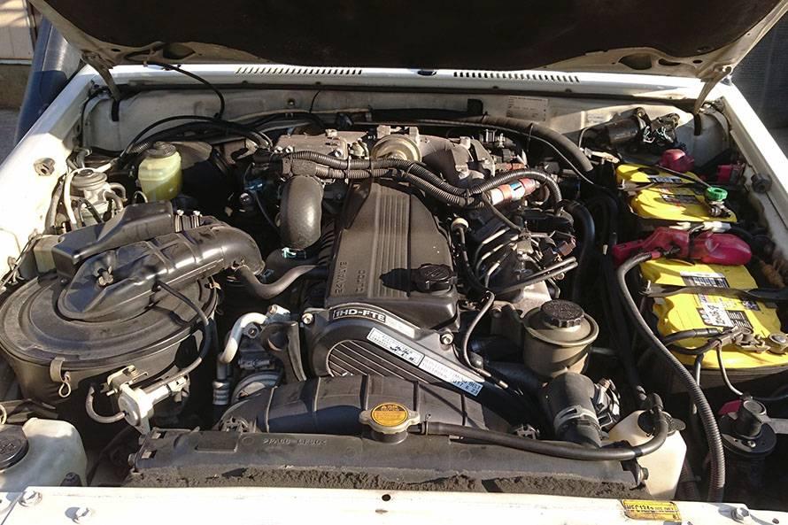 エンジンは1HD-FTE。4,164cc直列6気筒ディーゼルターボ。最高出力122kW/3400rpm 最大トルク 380Nm/1400rpm。低速から出るトルクのおかげで運転しやすい