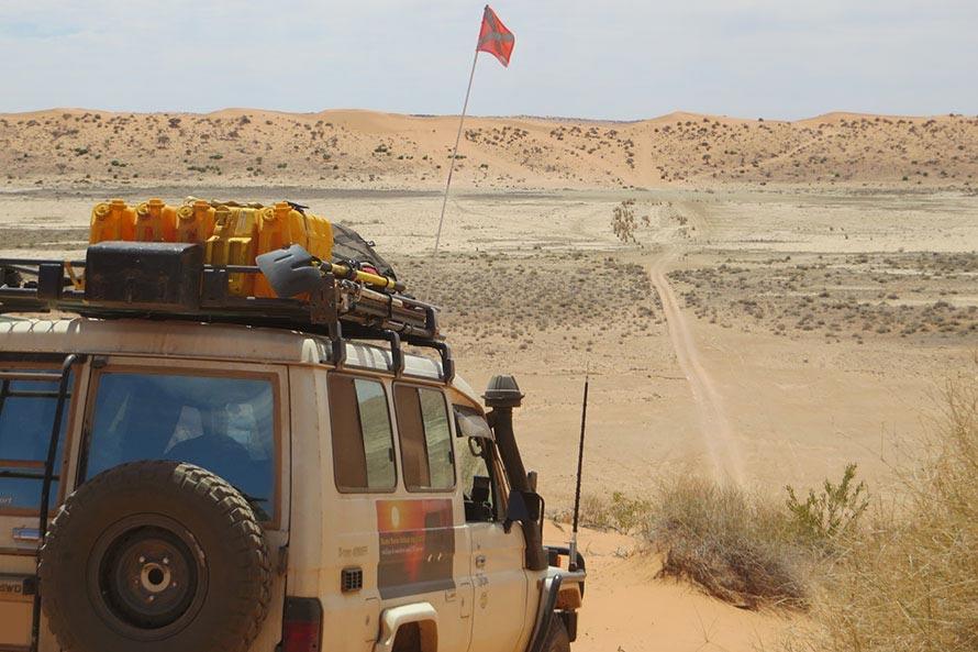 シンプソン砂漠で一番大きな砂丘、ビッグレッド。この時装備で車重は約3.5トンもあったので登るのに5回チャレンジした