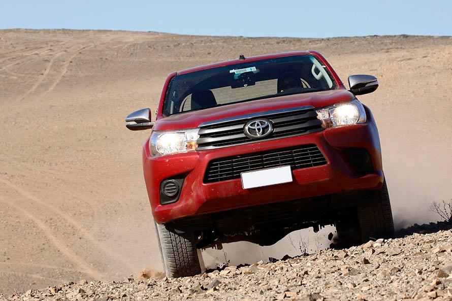 チリの土漠を縦横無尽に走る。フラットダートも安定していてドライビングも楽しくなる。思わず車速も上がる