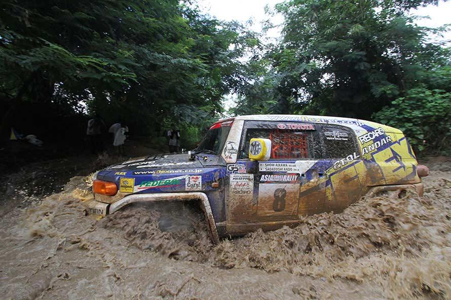 2013年、2014年と参戦したアジアクロスカントリーではこうして泥のような川をいくつも渡った