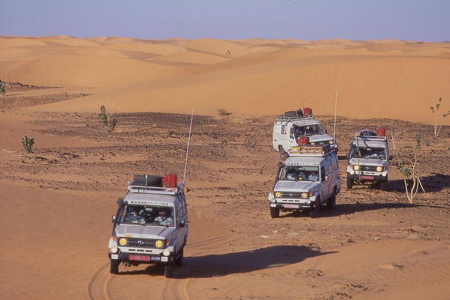 1996年から毎年1ヶ月はサハラ砂漠が国土の3/4を占めるモーリタニアで、このランドクルーザーに乗って医療支援活動をしていました