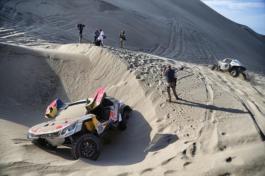 砂丘の段差に落ちてしまったセバスチャン&ダニエル組/Andre_Lavadinho_World