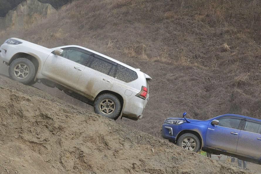 ハイラックスやプラドは泥が似合う