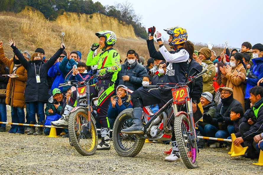 トライアル国際A級スーパークラスの小川友幸選手(左)と藤原慎也選手(右)