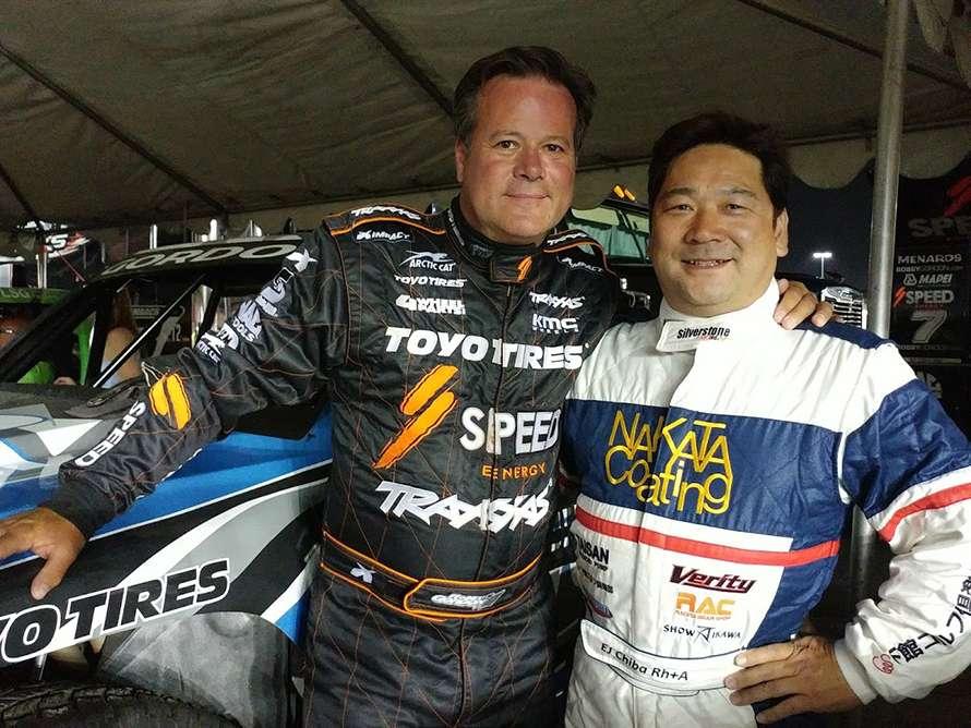 左がプロデューサーであり、自信も参加選手のひとりであるロビー・ゴードンさん。右は日本人として初参戦するEJ千葉選手