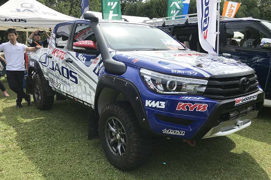 群馬から世界に向け主に4WD用アフターパーツを展開するブランド「JAOS」は今夏アジアを走るクロスカントリーラリーに参戦するトヨタ・ハイラックスを展示