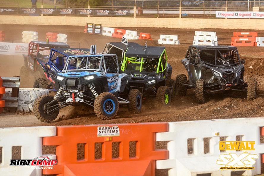 オーストラリアで大人気のSXSオーストラリア選手権に挑む。先頭を走るブルーのマシンが忠光選手