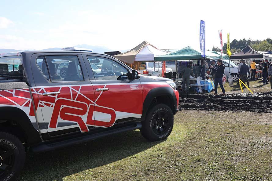 TRDはハイラックスのデモカーを展示