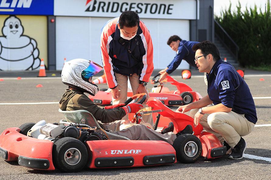 特設コースでカート最速を決めるカートチャレンジ
