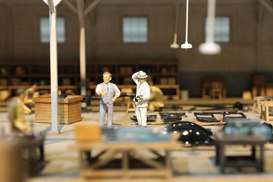 工場内でのシーンがジオラマで展示