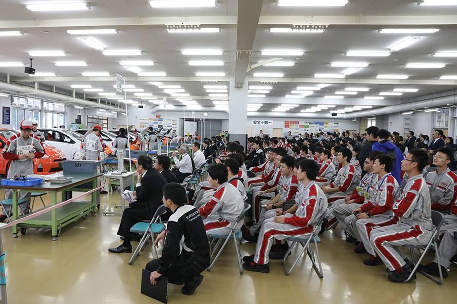 満員で大盛り上がりのサービス技術コンクール