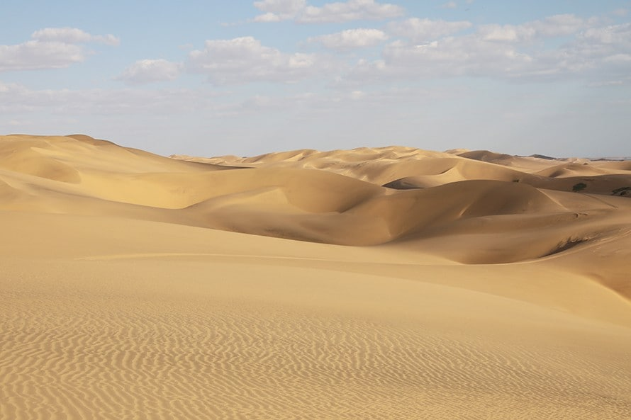 360度見渡す限りの砂漠。このなかを超えていく