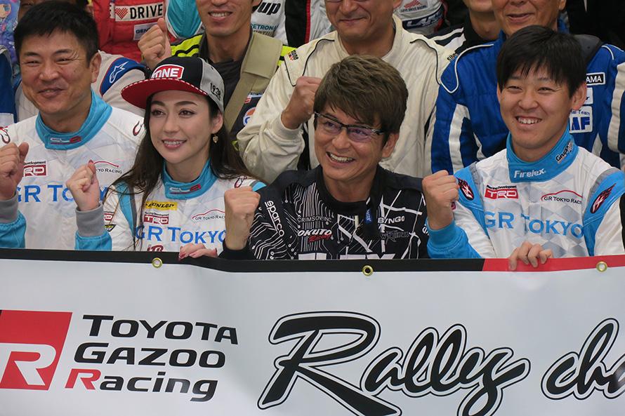 以前、一緒にアジアクロスカントリーラリーに参戦した哀川翔さんと。翔さんは今回Vitz1,500ccのC-2クラスに参戦