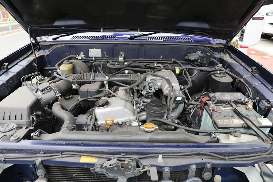 『90プラド』のエンジンルーム