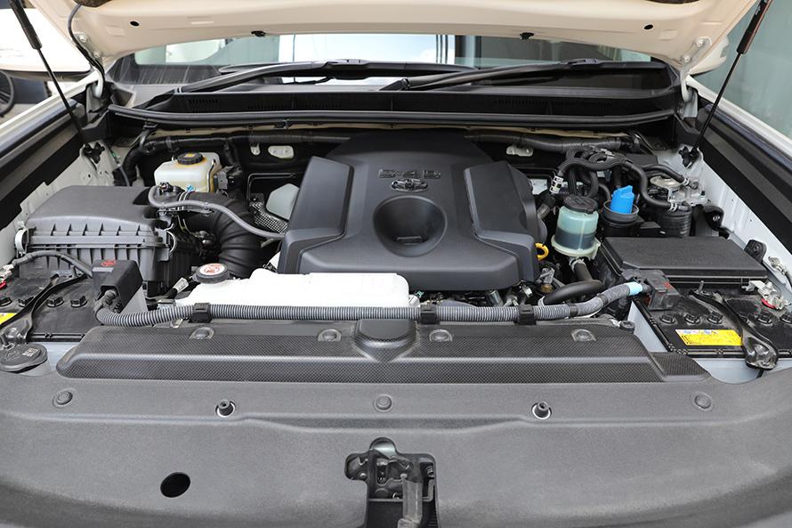 『150プラド』のエンジンルーム