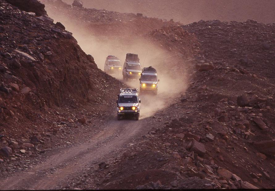 アタールからシンゲッティへ向かう山岳路。現在はすべて舗装してある