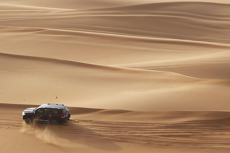 きれいな砂漠だが、走る場所を見誤るとスタックする