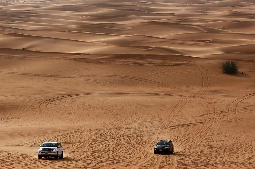 砂丘をいくつも越えて集合場所へ向かう