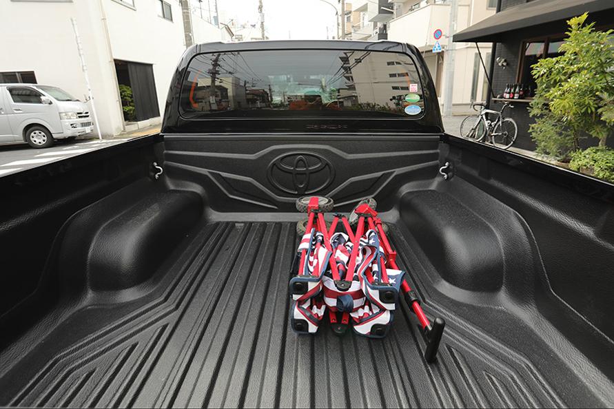 純正用品のベッドライナーを装着。これで気軽に荷物を載せられる