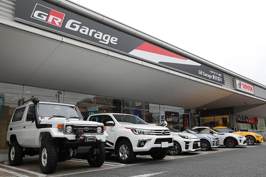 GR Garage東京深川。GRG Conceptカラーのハイラックスやスープラ、コペン、86のGR SPORTなどと一緒に。