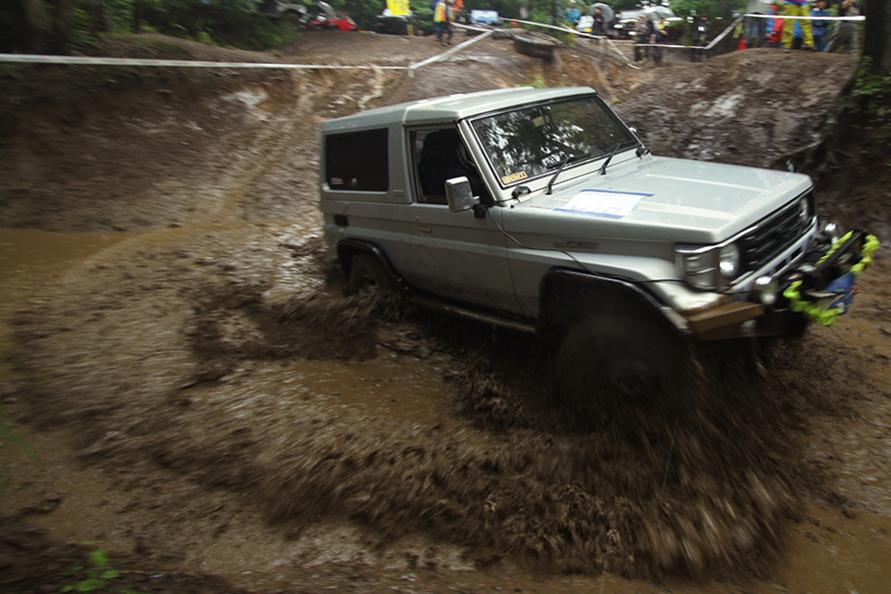 沼と化した泥も物ともしない走り