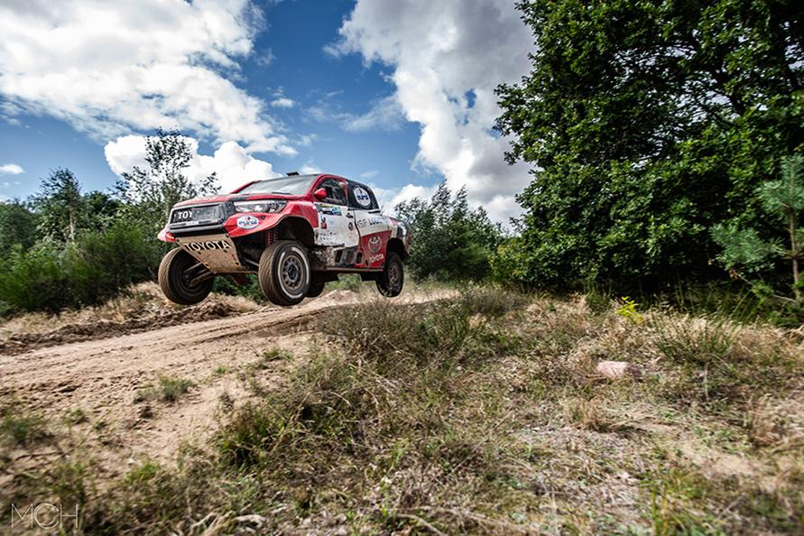 今年のダカールラリーにTOYOTA GAZOO Racingから参戦し、このバハ ポーランドで2位入賞したベルナルド/トム組のトヨタ・ハイラックス。