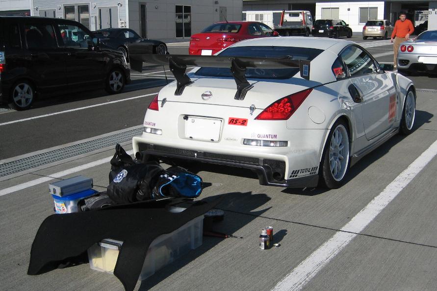 富士スピードウェイのライセンスを取得したのも、Z33に乗ったから。コツコツと通って、足まわりのセッティングを出していました。3.5リッターエンジンとラジアルタイヤ(POTENZA REー11の頃)の組み合わせで2分1秒が出たときは、嬉しかったなぁ!3.7リッターのときは1分57秒に入って、ホントに夢のようでした。