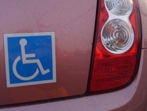 駐車違反にならないって本当?車椅子マークの意味