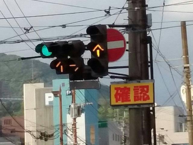 電車 信号 路面 路面電車のある道路に遭遇!走り方ってどうすればいい?