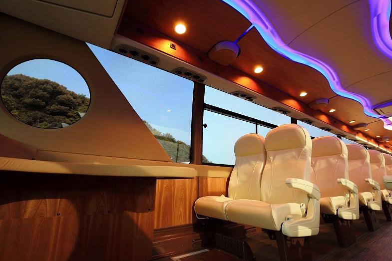 佐世保市のクルーズバス。元フェラーリのデザイナーによるデザインの車両