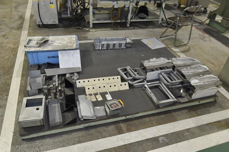 完成し出荷を待つパーツの数々。当然のことながら、これらのパーツも手作業で製作される