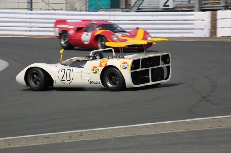 日産・R381が1コーナーでスピンし、後ろを走るローラT70とあわやな場面も…!