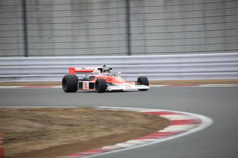 ジェームズ・ハントが3位でゴールし、1976年のドライバーズチャンピオンを決めたマクラーレン・M23