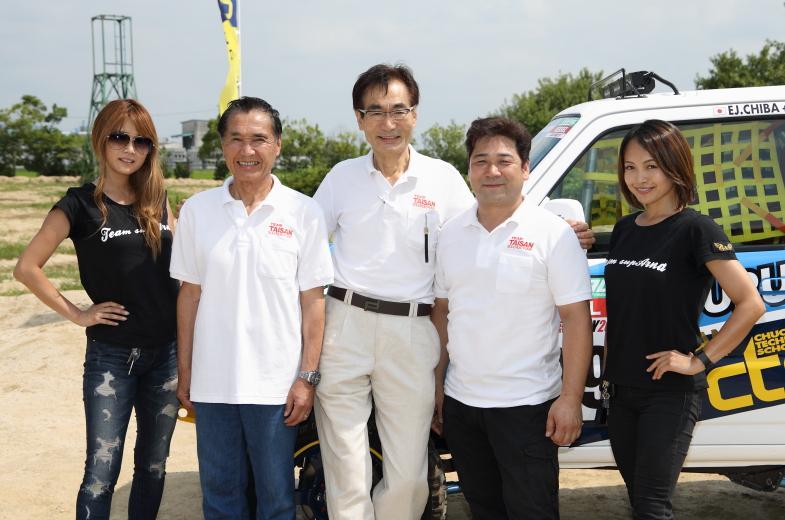応援に駆けつけたTeam TAISANの千葉泰常氏(中央)、supArnaのレナさん(左端)、いとうりなさん(右端)