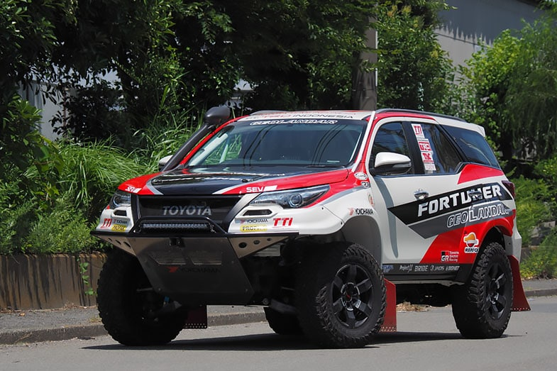 参戦車両の名称は「TOYOTA FORTUNER RALLY by TRD INDONESIA」