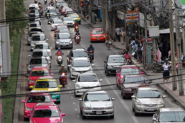 ラリーのコースだけでなくタイ王国は街中でも日本車だらけです