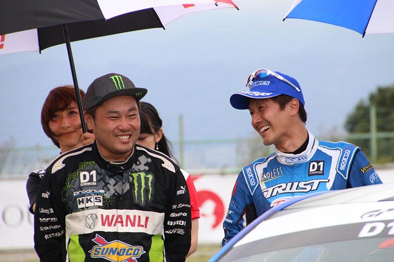 トラブルを抱えながらのバトルが無事に終わりホッと笑顔を見せる齋藤選手と川畑選手