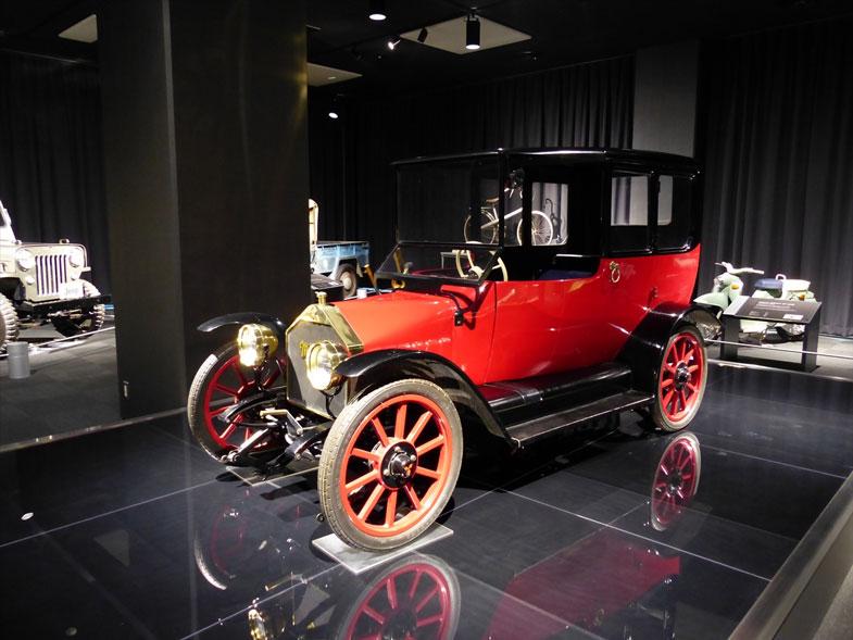 自動車事業の第一歩とも言える、日本初の量産型乗用車「三菱・A型」のスケールモデル