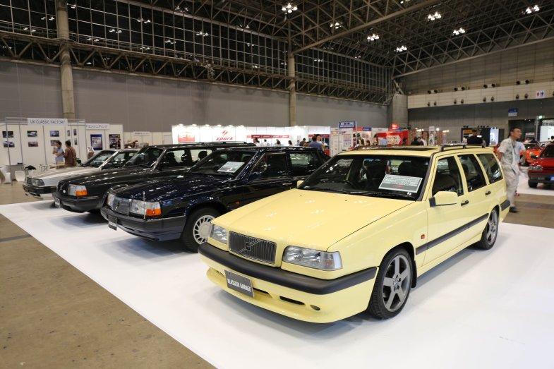 手前の850 T-5Rエステートは398万円で販売。BTCC(英国ツーリングカー選手権)での活躍を覚えている人もいるのでは?